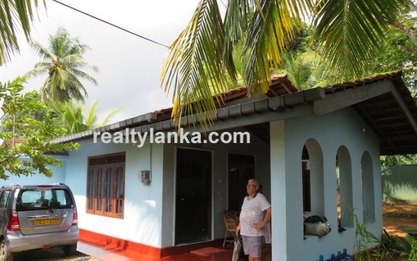 Cozy Two Bedroom house in Hikkaduwa