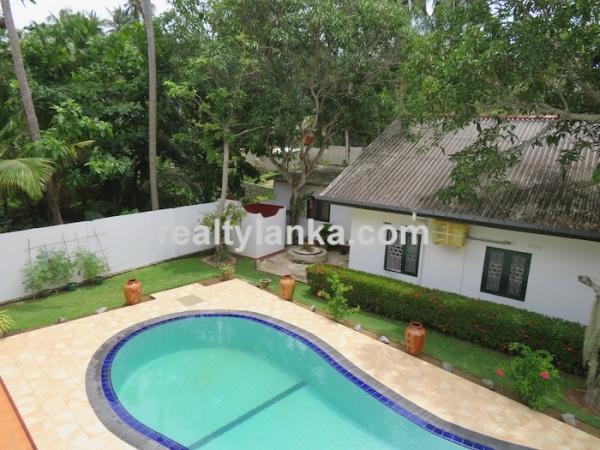 2 Houses With A Pool In Balapitiya