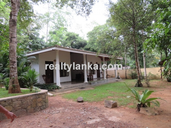 2 Villa Property In Meeripanna