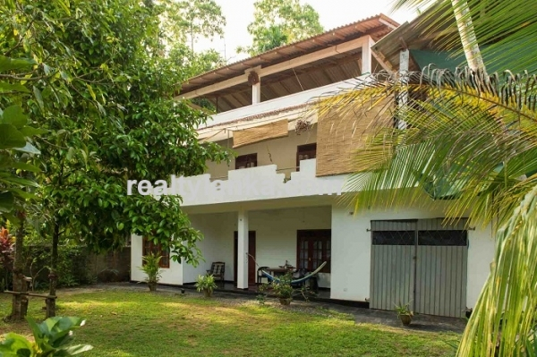 Villa for Sale and Lease in Hikka