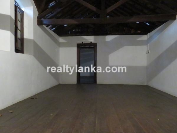 Well Maintained Colonial House In Galle